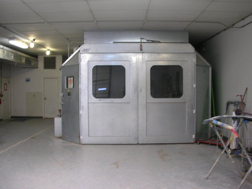 Woody's Paint Booth
